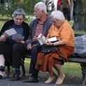 Вдигат пенсиите, но и възрастта за пенсиониране