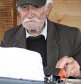 25 години пенсионерът Бай Васил чака хабер от президенти и премиери