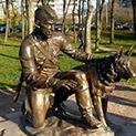 Спомен: Манчо овчарят и кучето Маджара - ветерани от войната