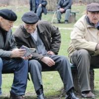 """Пенсионерски делници под тепетата: Кварталното политбюро в жк """"Тракия"""" заседава"""