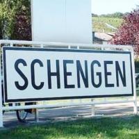 Абсурдна песен за Шенген