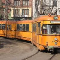 Фронтално: В трамвая няма шест-пет, има лев и шестдесет...