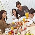 На трапезата като на празник: Не сядайте на масата по шорти и потници