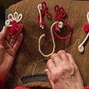 Мартеници, изработени от трудолюбиви пенсионерски ръце – с цени на едро и дребно
