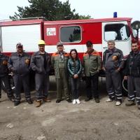 В Ценово: Доброволци срещу пожарите и бедствията получават дърва за огрев