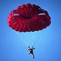 След 7 години безплодие: Шампионка пада от 2000 метра без парашут - ражда момче