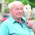 Забраниха на пенсионер да разхожда совите си