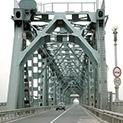 Преди 47 години: Неочаквана среща и сълзи на Дунав мост