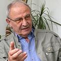 Проф. Кирил Топалов: Полуграмотни хора опростачиха българския език