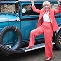 Възрастта не е пречка: 77-годишна обикаля света с ретро автомобил