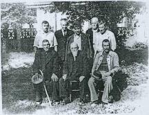 Акад. Никола Михов (седнал в средата) сред свои бивши ученици в село Драганово