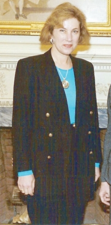 Днешният български дипломат № 1 във Вашингтон Елена Поптодорова през 70 и 80-те била преводачка на Живксов и Петър Младенов