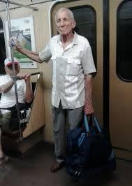 Днес Шпайдела е на 80 години (ще ги навърши през март) и от време на време може да се види и в столичното метро.