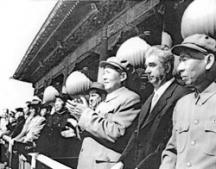 Червенков (вторият отдясно) на посещение в Китай. Вляво от него е китайският лидер Мао Дзе Дун