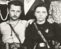 Димитър Цветков (Бончук) от с.Дългошевци (сега село Замфир) и Пръвка (Бойка) Софрониева - партизани от Ломския партизански отряд. По-късно двамата създават семейство, вече са покойници.