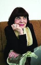 В софийският артистичен свят десетилетия наред Мария Русалиева е една от най-елегантните актриси