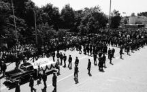 Траурният кортеж преминава по улиците на София
