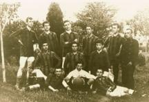"""Едни от първите """"сини"""" футболисти играели в екипи, съвсем различни от днешните"""
