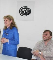 Дима Николчева-Дудулова на представянето на една от своите книги в салона на Съюза на българските журналисти. Вдясно е художникът Руси Статков - илюстратор на книгата.
