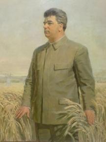 Живописен портрет на премиера Вълко Червенков - художникът е подчертал гигантския му ръст