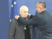 Христо Ганев получава награда от премиера Бойко Борисов за 90-годишнината си
