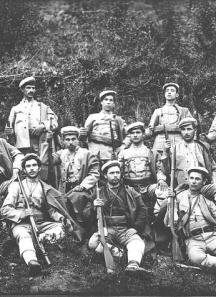 Четата на Пешо Самарджиев (ВМРО). Коста Тодоров (по-късно деец на БЗНС) е средният на третия ред.