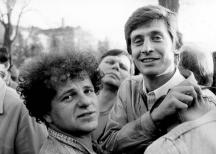 Михаил Вешим (вляво) с колеги от вестник
