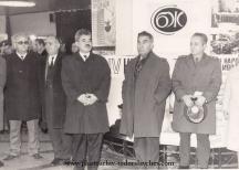 Боков (третият отдясно наляво) говори на откриването на изложба на Съюза на българските жулналисти