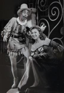 Константин Кисимов на сцената заедно с Таня Масалитинова