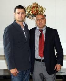 Не беше отдавна времето, когато Николай Бареков и бившият премиер Борисов обичаха да се снимат прегърнати под държавния герб
