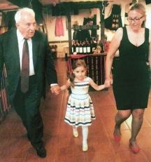 29 юни 2015 г. Проф. Червеняков щастлив с внучката Мария и правнучката Алекс на 90-годишния си юбилей