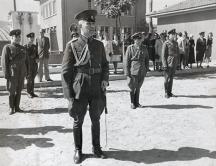 Дамян Велчев на посещение във военно поделение след успешния преврат на 9 септември 1944 г.