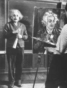Айнщайн позира за свой портрет в университетската аудитория
