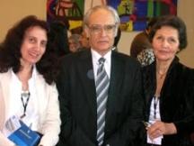 Писателят с втората си съпруга - актрисата Райна Василева (вдясно)
