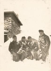 Зимни войнишки делници преди десетилетия.