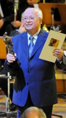 Академик Христо Недялков получава една от многочислените си награди
