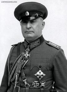 Генерал-лейтенант Асен Николов, командващ българския окупационен корпус в Сърбия, 1943 г. Снимка - сайтът Изгубената България