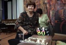 Поетесата на своята 80-годишнина