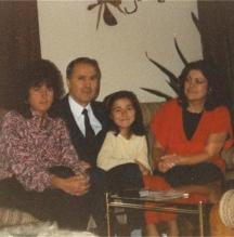 1989 г., Виена. Жени с баща си, малката си сестра Десислава и Мария - втората съпруга на баща й. Любомир Стойчев преди 1989 г. прави и дипломатическа кариера. СНИМКИ: ЛИЧЕН АРХИВ