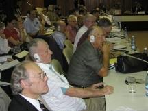 Реймънд Гартхоф (на преден план) като участник в международна конференция