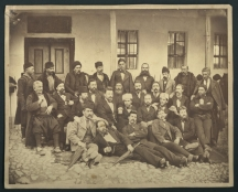 Делегати от Македония и Турция за Учредителното събрание в Търново. В средата с белия калпак е Стефан Стамболов.