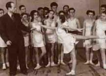 Анастас Петров по време на репетиции с свои ученици
