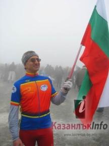 Ради Милев не изпуска от ръката си българския трикольор