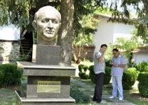 В плевенското село Одърне има паметник на шефа на БКП