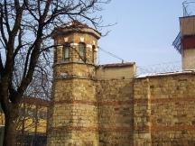 При опит да избяга от Централния софийски затвор през 1935 г. легендарният касоразбивач е ранен и умира в болницата на зандана