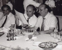 Джагаров (крайният вляво) в компанията на Тодор Живков. В средата е шефът на Съюза на българските журналисти Веселин Йосифов