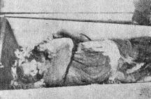 Тялото на един от българските войници преди погребението.