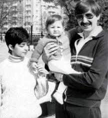 Младото семейство Пръмови с наследника