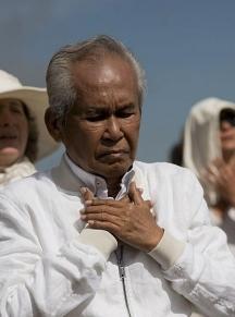 Тази година филипинецът посети Рилските езера и взе участие в танца паневритмия на Бялото братство