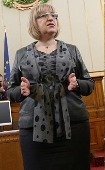 Цецка Цачева с целия си парламентарен блясък